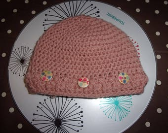 stylish hand crocheted hat in 100% acrylic yarn