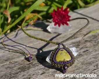 Stichtite in Serpentine & Garnets Macrame Necklace. Libra Astrology Jewelry. Boho Garnet Jewelry. Green Wife Necklace by Macrame Tralala