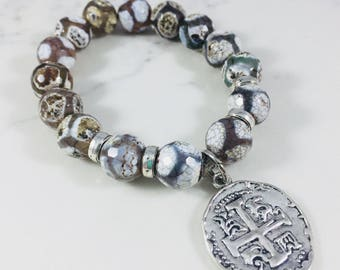 Agate beaded bracelet with silver medallion charm // Fast and free shipping