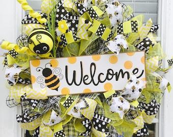 Everyday bumble bee welcome wreath