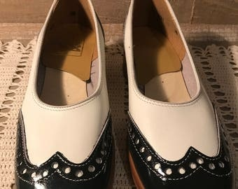 Pair of Girls Black and White Wing Tip Shoes Patent Leather Vintage Never Worn size Girls 8.5