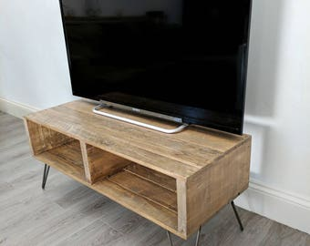 TURVAS Retro Pallet TV Stand in Light Oak & with Vintage Hairpin Legs