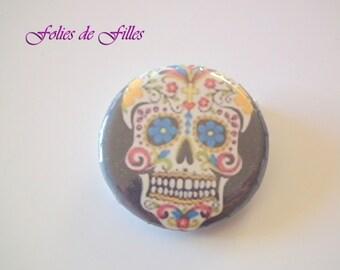 Skull badge Mexican blue eyes