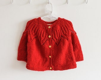 Beautiful and elegant hand-knitted sweater ideal for gift! Customizable! Baby, Child, Adult