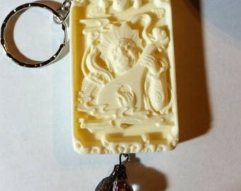 Split Key Ring with milk color tridacna carved King of Kings pendant bead 2175