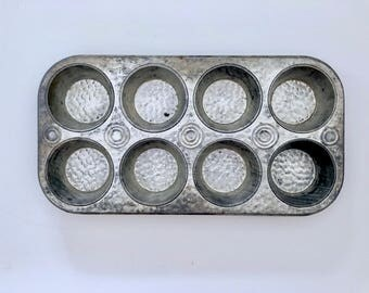 Vintage Cupcake Tin, Vintage 1940s Textured Baking Tin, Muffin Pan, 8 Cupcakes, Farmhouse Decor, Midcentury Kitchen Wall Decor