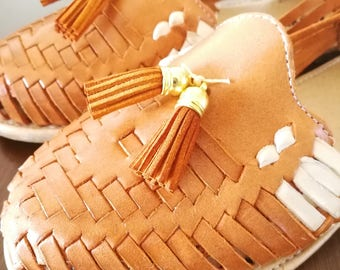 Mexican Sandals, Brown Mexican Huaraches sandals, Mexican shoes US 8, Pompom sandals, mexican leather huarache, mexican tassel sandals