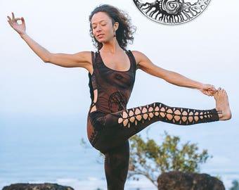 Yoga clothing. Black&brown yoga set. Yoga wear. Cutted leggins. Yoga bra. Open side t-shirt.