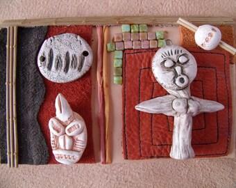 """Collage de cuirs, assemblage Tribal, art ethnique  """"Lucy et le masque Vaudou"""""""
