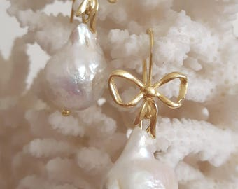 White Baroque pearls and flakes earrings silver