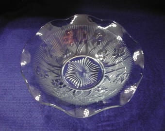 Iris and Herringbone Large Berry or Serving Bowl, Clear, Jeannette Glass