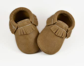 Baby Moccs/Baby Moccasins/Leather Moccs/Baby Leather Moccs/Girl Moccs/Boy Moccs/Kids Moccs/Baby Shoes/Baby Leather Shoes/Weathered Brown