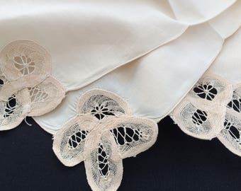 Linen Napkins. A Set of 8 Vintage Ivory Linen and Battenburg Lace Napkins. 8 Ivory Linen and Lace Napkins. 8 Linen and Lace Napkins. RBT2065