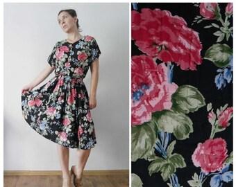 ON SALE Vintage 80s Tea dress Black Pink Rose dress Floral print Knee length Flare skirt Garden party Feminine Romantic Bloom dress Shirtwai