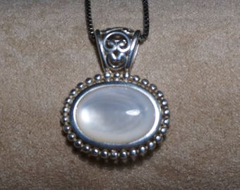 "Silver pendant with Mothers of Pearl, beautiful,925""NV"