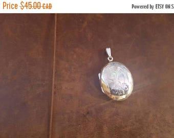 ON SALE Vintage Sterling Silver Locket
