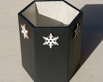 Painted octagonal wooden pot, snowflake decor