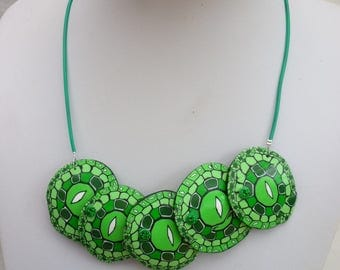 Green, pale green lenses made hand tones necklace, rice pattern.