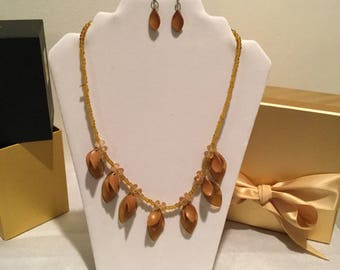 "22"" Med Tan, Light Gold Necklace w/Earrings."