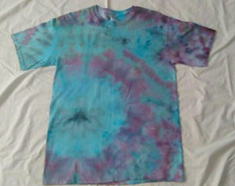 Medium Ice Dye Gildan Heavy Cotton Short Sleeve Tshirt