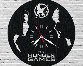 Hunger games birthday/Hunger games katniss everdeen/hunger games peeta mellark/Mockingjay/Catching fire/Hunger games clock/Wall clock