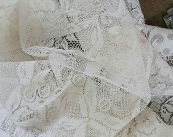 Vintage Round Lace Tablecloth. Ivory Lace Tablecloth. Kitchen Decor. Table  Linen.