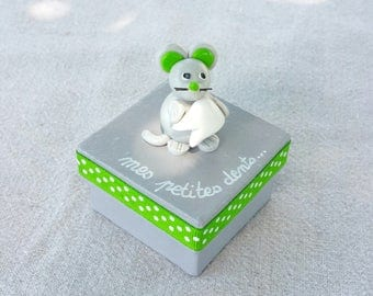 gray square teeth box with little mouse (green)