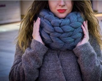 SALE Infinity scarf. Chunky scarf. merino wool. arm knitting. Handmade scarf. Wool scarf. Winter scarf. Merino scarf.  Birthday gift
