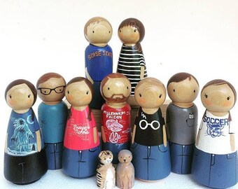 Custom Family (7) (2 Adults+ 5 kids /Pets) Peg Dolls / Unique Gift / Peg Doll / Wooden dolls for Dollhouse / Custom Family / Quiet time toys