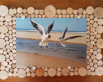 digital printing on plate with seagulls in flight framed with driftwood. Table dimensions 60 / 40cm