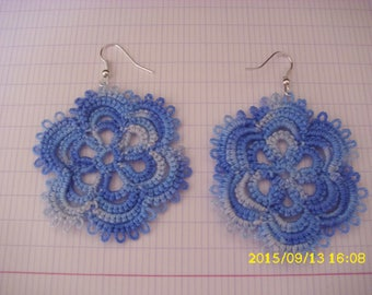 a pair of earrings handmade tatted /dentelle 4.5 cm in diameter