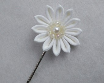 White Floral Bridal Chrysanthemum Hair Pin/ Tsumami Kanzashi / Geisha Inspired / For Wedding