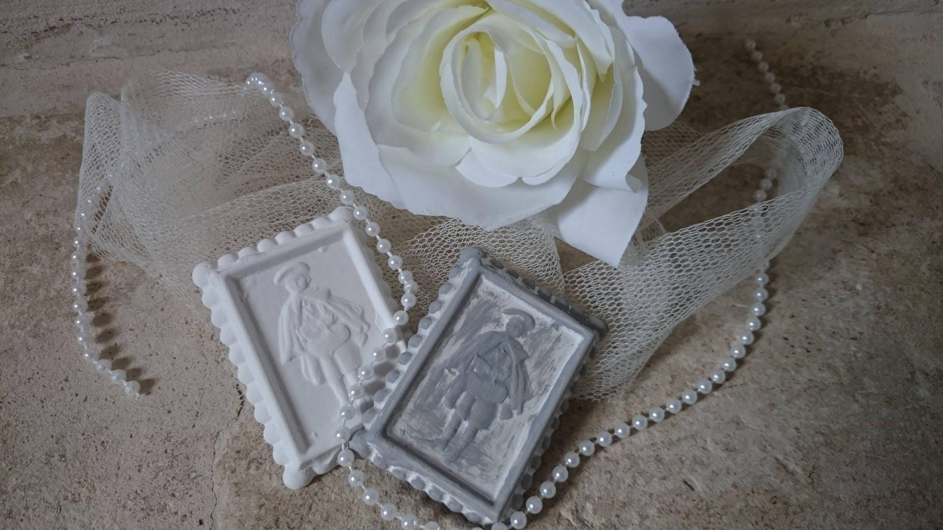 petits beurres p 39 tit colier en pl tre pour d co. Black Bedroom Furniture Sets. Home Design Ideas