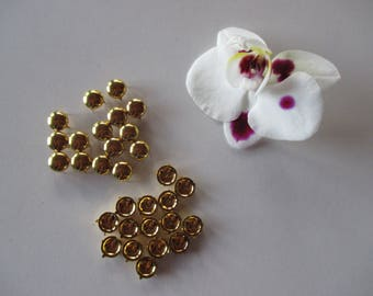 30 nails has decorative claw round metal gold color 8.5 mm.