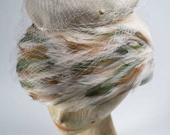 vintage hat / vintage 1950s hat /feather hat / vintage off white hat /50s hat