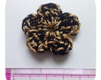 5 black and gold crochet flowers
