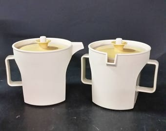Vintage tupperware. Sugar and creamer set. White and gold