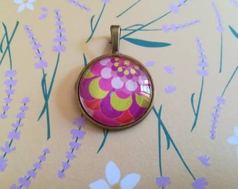 Glass cabochon balloon pendant with Print
