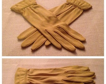 On Sale Vintage Chartruese Ladies Gloves