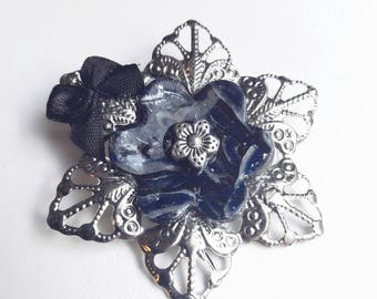 Silver brooch decorated with flowers, Blue Navy