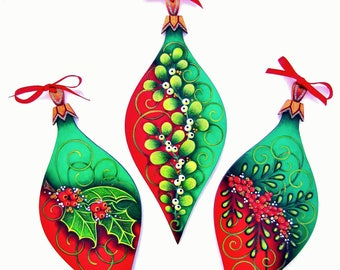 338 Puttin' On The Glitz-Decorative Painting Pattern Packet-Christmas Ornaments-Holly-Mistletoe-Berries-Red-Green-Gold-1 Shape-3 Designs-DIY