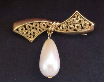 Bow Pin with Faux Drop Pearl