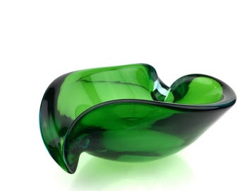 Murano Glass Bowl Vintage Green Heart shape by Galliano Ferro w/ 1 Lip and Peak, Candy Dish, Catchall or Cigar Ashtray. 1950s.
