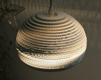 Lampshade ball for hanging