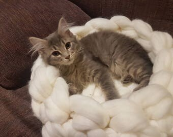 Giant merino wool cat bed.chunky cat cave, chunky crochet cat bedding, pet bedding, hand made