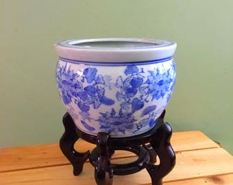 Vintage blue and white small Chinese vase with stand, Blue and white chinese decor, blue and white small vase