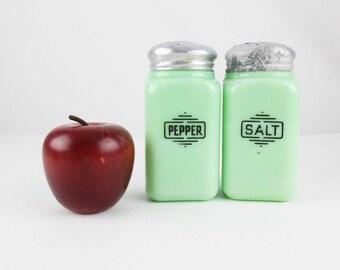 McKee Jadeite Salt and Pepper Range Set - Jadeite Green Glass - Heavy Duty Square Glass - Jadeite Accessories - Original Set - Art Deco
