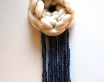 Small circular weaving white and blue