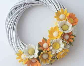 Summer Daisy white wreath twisted willow yellow orange white flowers