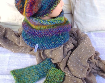 Set: Children's wool cap, scarf collar, hand cuffs
